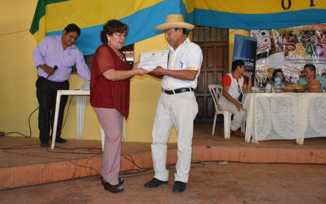 TÉCNICOS AUXILIARES RECIBEN SU CERTIFICADO Y EL MINISTERIO DE EDUCACIÓN ENTREGA EL RUE AL CENTRO USAKA AIBU NUIPIAKA
